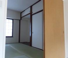 和室はダーク、洋室はナチュラルトーンに木を変える