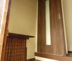新規で入れたスライドドアが調和する玄関