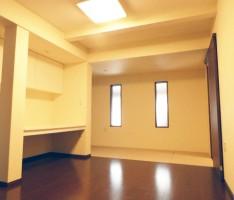 新規窓、造作家具を入れ使いやすくしたダイニングルーム