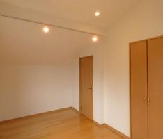 白い壁の書斎