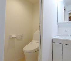 白を基調にした洗面スペース