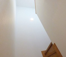 階段室を見上げる
