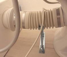 壁から配管を出してすっきり