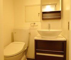 トイレと洗面所はコンパクトに