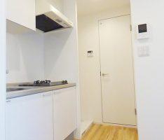 キッチンの隣に洗濯機置き場を設置