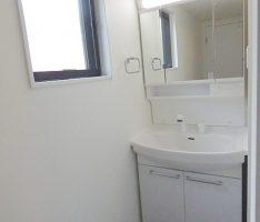 外光が入る洗面スペース