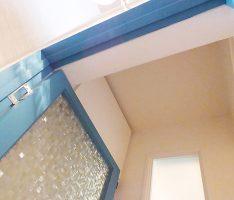 扉を開けて右上に収納扉、正面に増設壁