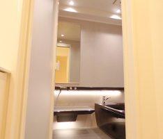 浴室ドアを開ける<TOTO>シンラ1418
