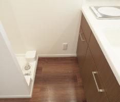 床材の色と合わせたキッチン扉